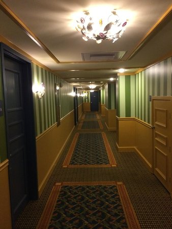 The Shores Resort & Spa: Hallway