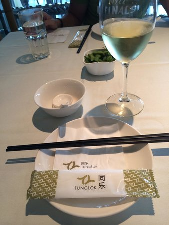 Tung Lok Seafood: Chardonnay was nice $12