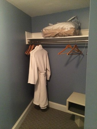 The Shores Resort & Spa : Walk-in closet