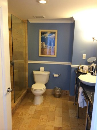 The Shores Resort & Spa : Stylish bathroom