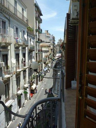 Hotel Gresi: View towards the market