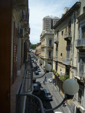 Hotel Gresi : View towards Via Etnea