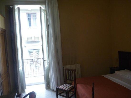 Hotel Gresi: View towards the street