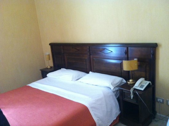 Hotel Gresi: Double bed