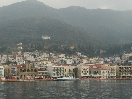 Samos City Hotel: Samos from other side of the bay