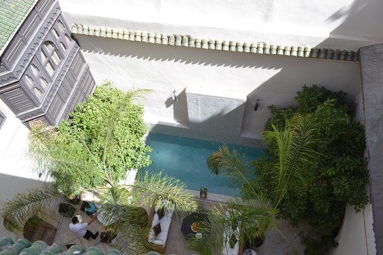 Riad Kheirredine : Patio during the day