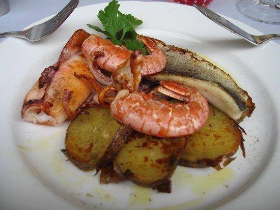 Fish Restaurant Proto: Seafood platter