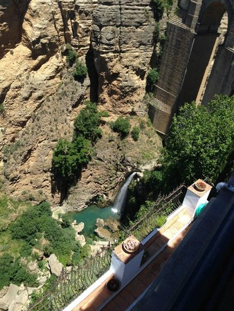 Hotel Montelirio: Waterfall at the bottom of the Gorge