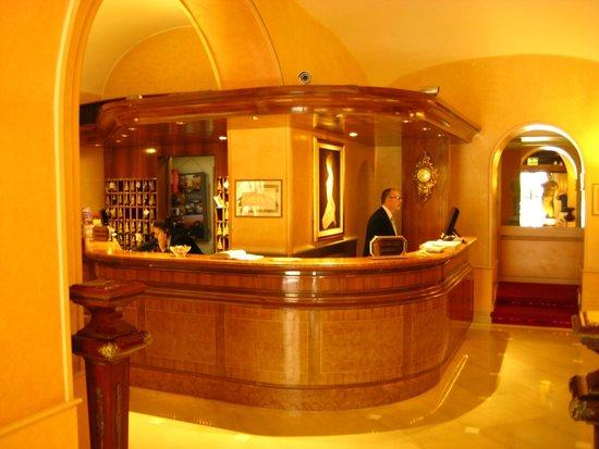 Marcella Royal Hotel: Reception and Alessandro