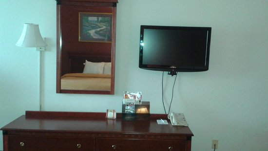 Clarion Hotel & Conference Center: ROOM