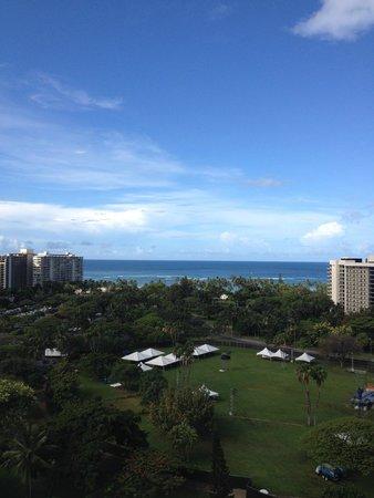 Luana Waikiki Hotel & Suites: フォートデルッシーの向こうに。。