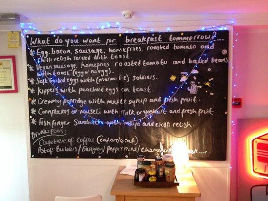 Motel Schmotel: Dining room