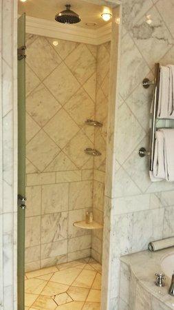 Castlemartyr Resort: Bathroom / Shower Stall