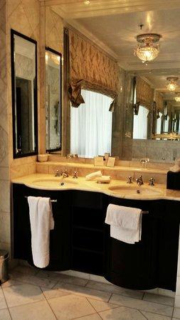 Castlemartyr Resort: Bathroom Sinks