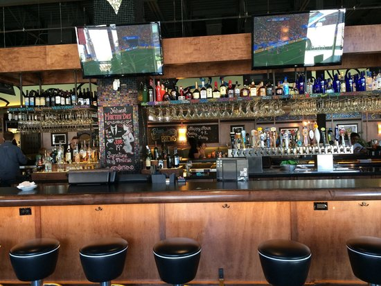 Bar Louie : The bar