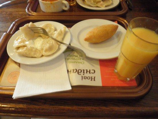 Puzata Hata : Варенички с картошкой, котлета по-киевски и любимый сок