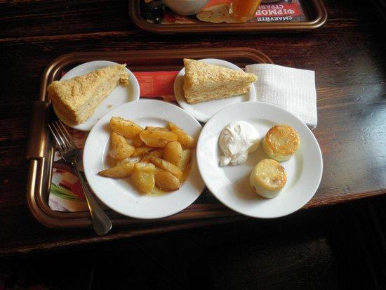 Puzata Hata : Картошечка, сырнички, Наполеон.