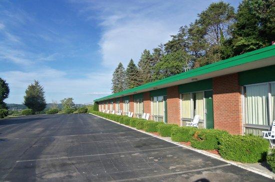Alpine Motel: long row of rooms