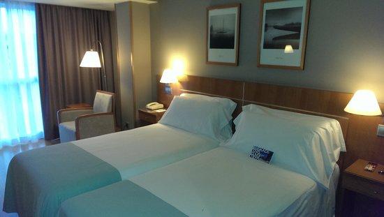Tryp San Sebastian Orly Hotel : Værelset