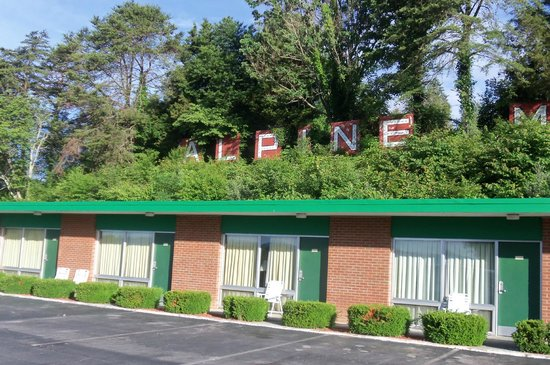 Alpine Motel: giant A L P I N E  M O T E L letters, up on hill