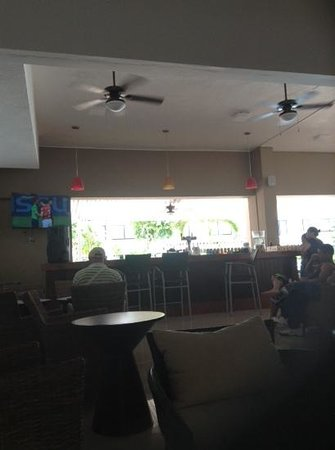 Cancun Bay Resort: lobby bar