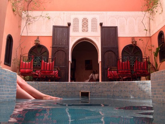 Riad La Perle de Marrakech : View from the end of the pool