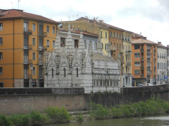 Chiesa di Santa Maria della Spina, by the river bank