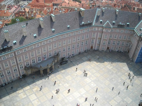 St. Vitus Cathedral: Вид с башни на прилегающую площадь