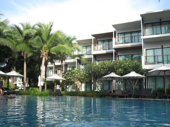 Holiday Inn Phuket Mai Khao Beach Resort: Pool view