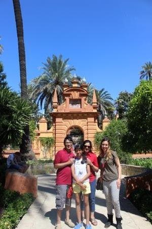 All Sevilla Guided Tours: Mehta family with Estela