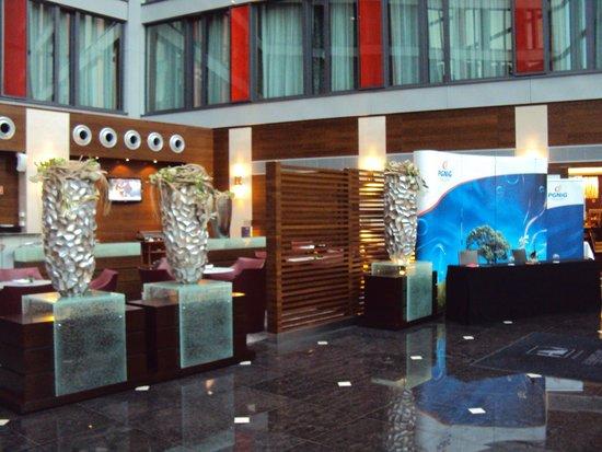 Eurostars Berlin Hotel: lobby.. tranquilidad.. y unos buenos tragos