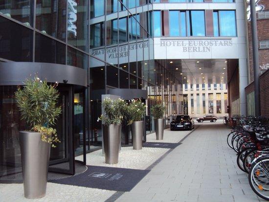 Eurostars Berlin Hotel: esta en una cortada de la avenidaFriedrichstrasse 99, 10117 Berlín
