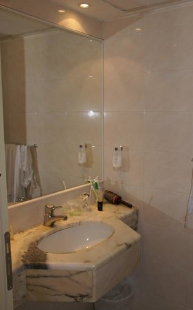 Veraclub Scoglio della Galea Resort &spa: Ванная комната