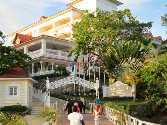Luxury Bahia Principe Cayo Levantado: main building