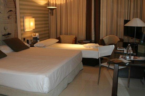 Barcelo Sancti Petri Spa Resort : Habitación con cama supletoria