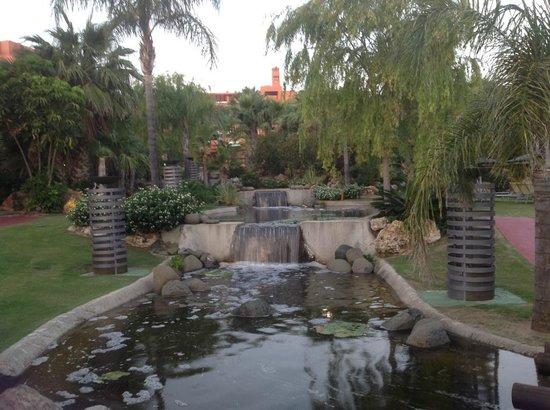 Barcelo Sancti Petri Spa Resort : Preciosos jardines para pasear
