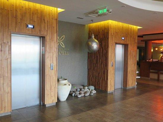 Caramell Premium Resort Superior: Elevators