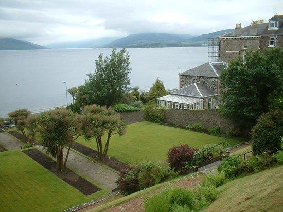 The Glenburn Hotel Ltd: Front gardens of hotel.
