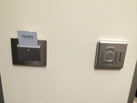 Hotel du Cadran Tour Eiffel : Need room key to operate lights