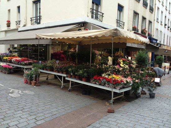 Hotel du Cadran Tour Eiffel : Flower market