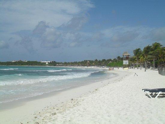 Grand Palladium Colonial Resort & Spa: The beach