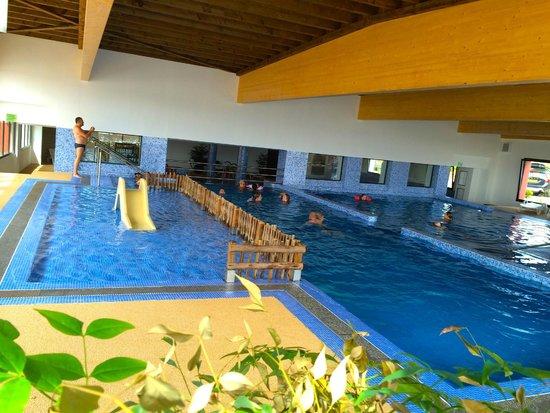 Les piscines pour enfants couvertes au beach garden for Camping a marseillan plage avec piscine