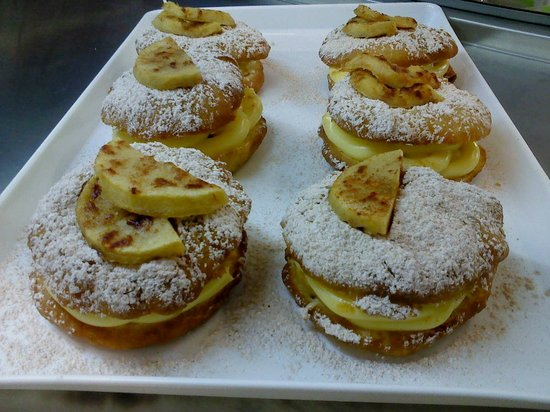 Nikolas' Donuts: Apple pie donuts