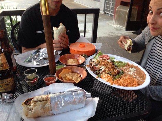 Taqueria Los DOS Gallos: Huge burrito