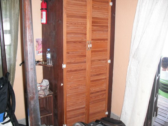 Scout's Place Hotel: Dresser