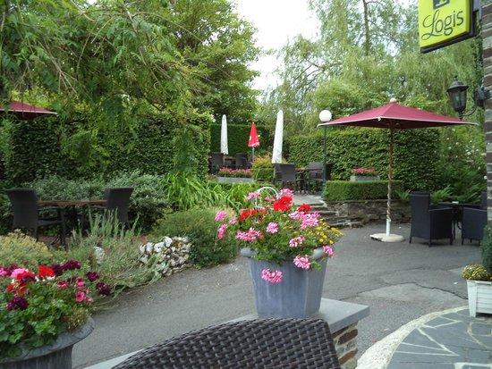 Hotel - Restaurant Beau Sejour: de tuin