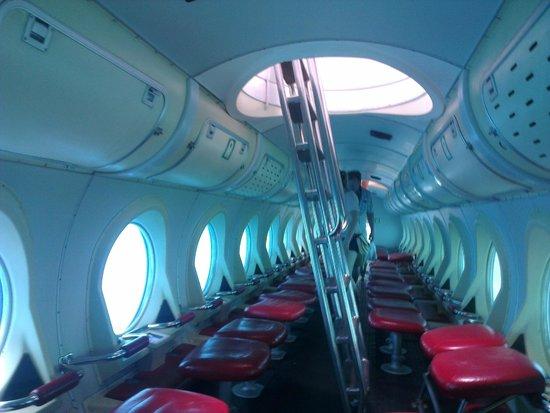 Aventura submarina: Inside the submarine
