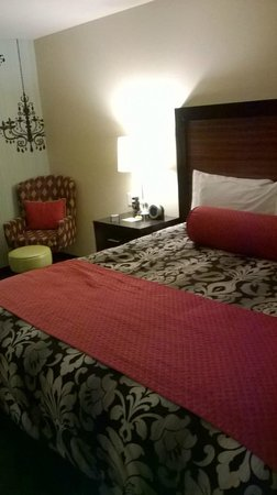 The Maxwell Hotel - A Staypineapple Hotel: view of bed and chair
