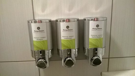 The Maxwell Hotel - A Staypineapple Hotel : Shampoo, Conditioner, and Soap dispensers