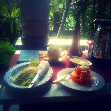 Okawati Hotel: The lovely breakfast: excellent daily room service.